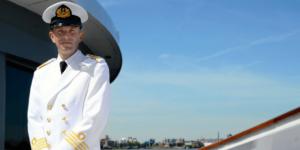 Kapitein Barrie Putters aan boord van 'zijn' Grace Kelly
